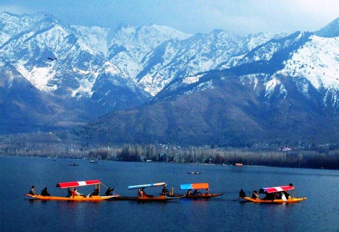 Day 01 : Srinagar Airport -  Hotel & Sightseeing